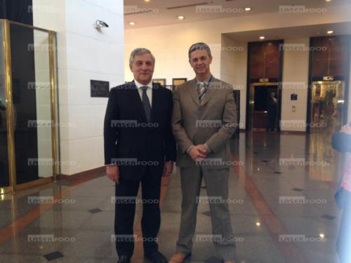 2013 Presidente Unión Europea Antonio Tajani en Hanoi